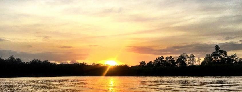 Atardecer desde el el Rio Kinabatangan