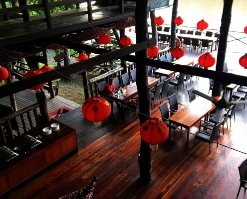 Restaurante junto al rio en Natural Sukau Bilit Resort, Rio Kinabatangan